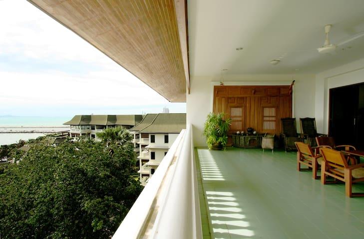 6th Floor Beachfront Balcony