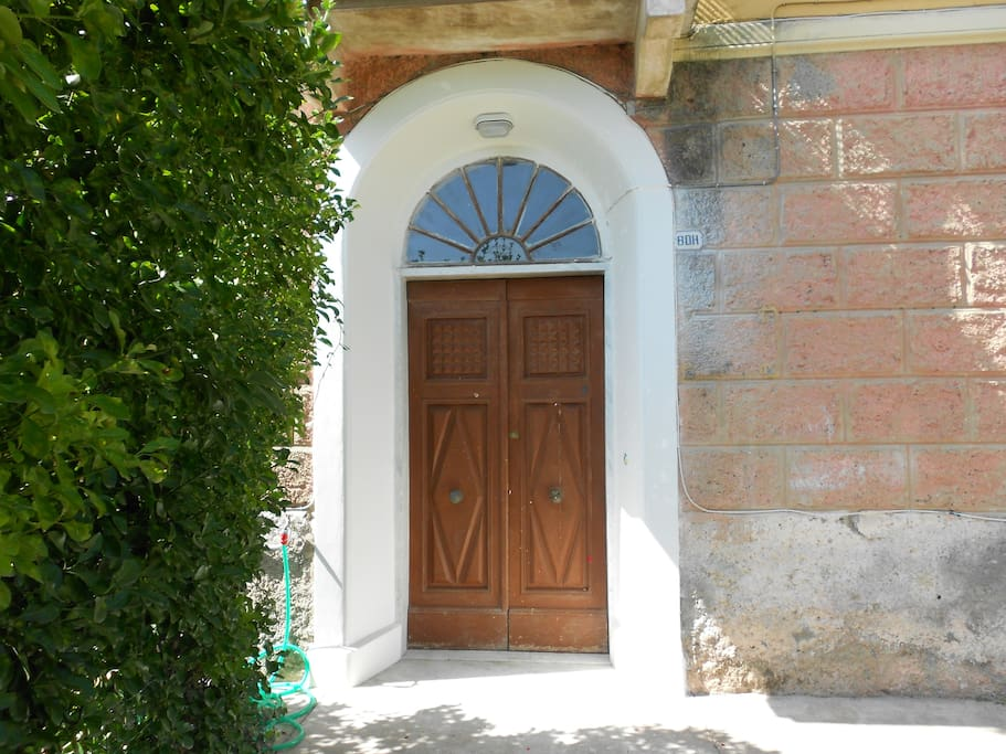 Portoncino d'ingresso/Entrance door