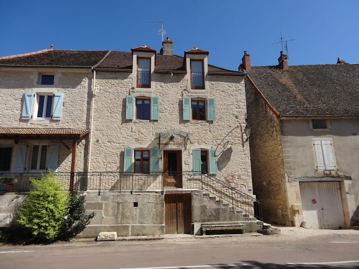 Le Chevalier - large, 3 bedroom house with terrace
