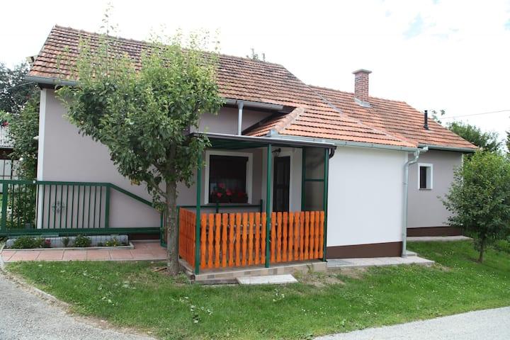 """Guest house """"MAĐERKA"""""""