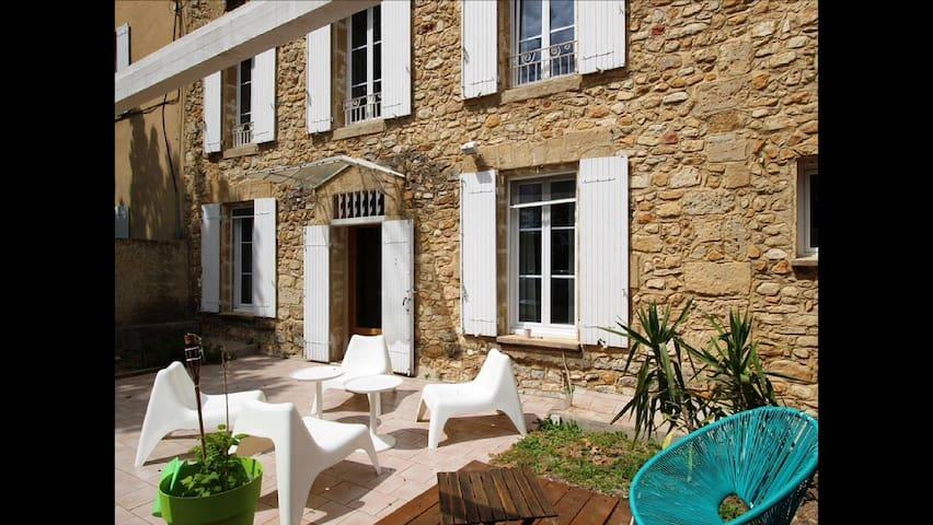 Maison de charme ds ancien Château - Orange - Casa