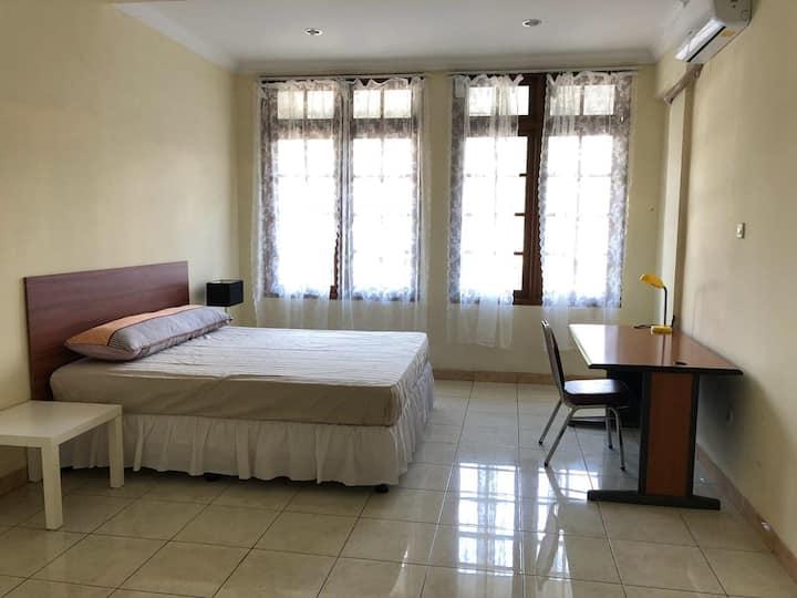 Private room in strategic located home