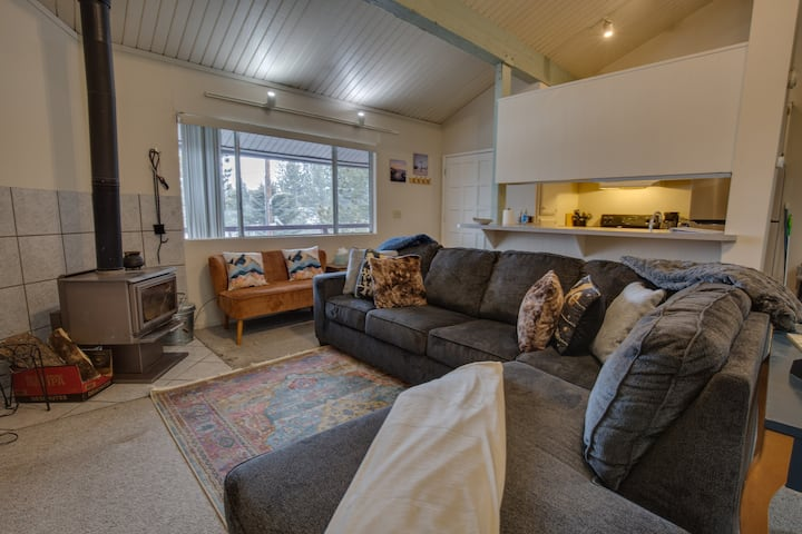 Cozy Corner Unit in the Heart of Mammoth