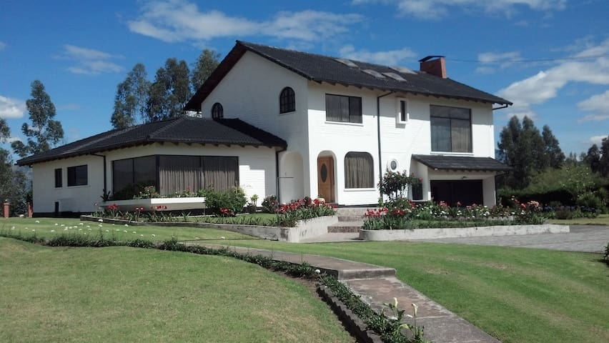 Mi Linda Casa de Campo Cashapamba - Sangolqui - บ้าน