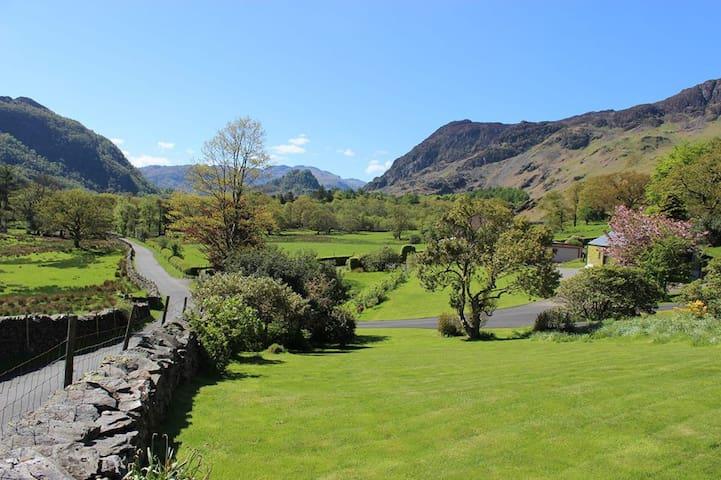 Lovely historic Lakeland farmhouse - Keswick - Maison