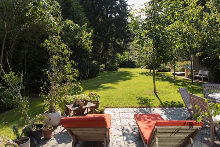 Nice villa with big garden and wood - Sint-Niklaas