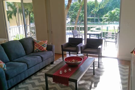 Marco Island, directly across from beach access!! - Marco Island