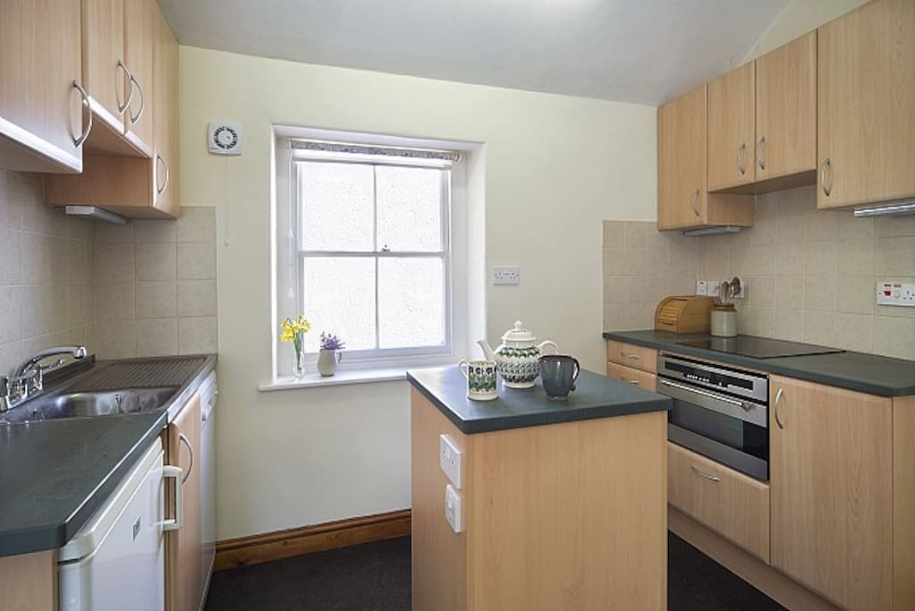 The fully equipped kitchen with local slate work tops and Emma Bridgewater mugs.
