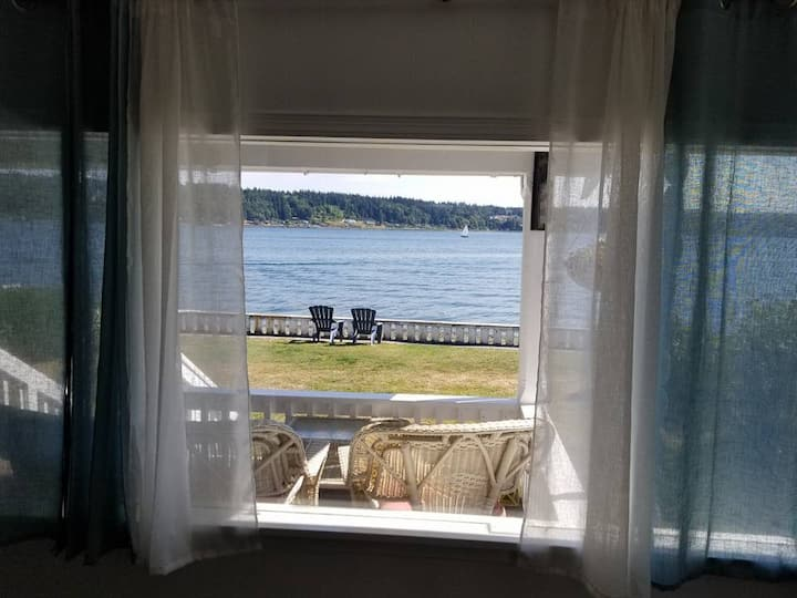 Gram's Waterfront Cottage (in Manette)