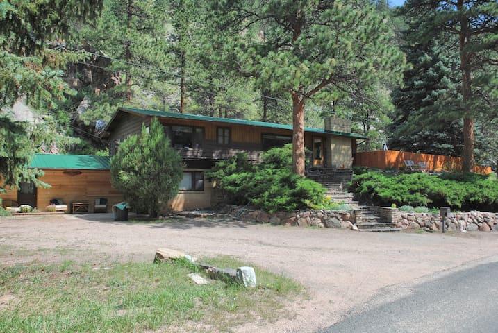 Private, heated pool, sauna, hottub - Drake - Blockhütte