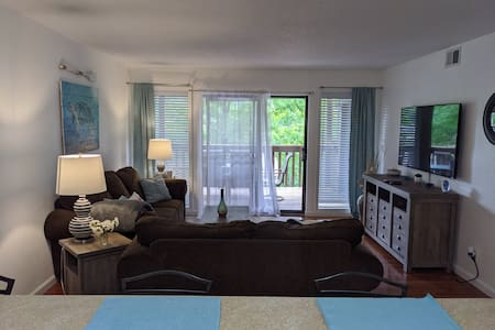 Super Clean Condo Close To Water & The Strip