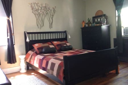 Stay at my conveniently located & cozy, New York suburb, one bedroom, and third floor co-op apartment - Bronxville - Lejlighed