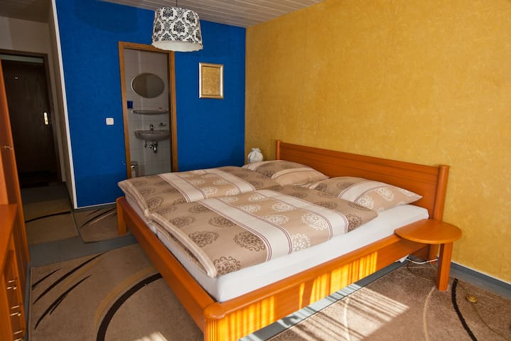 Double room / shower / WC and balcony