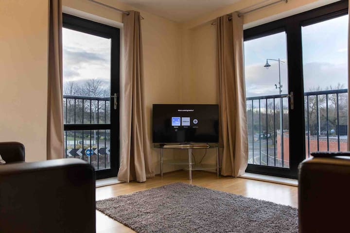 Brindleyplace, Two Bed Apartment, Parking, Netflix
