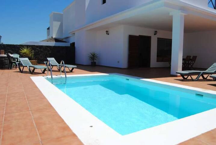 Villa KONXY in Playa Blanca for 5 p