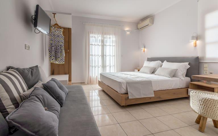 Triple Room with Sea view in Adamas Milos Island
