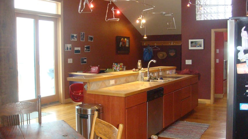 Lansing, Iowa Loft 2000 sq feet!