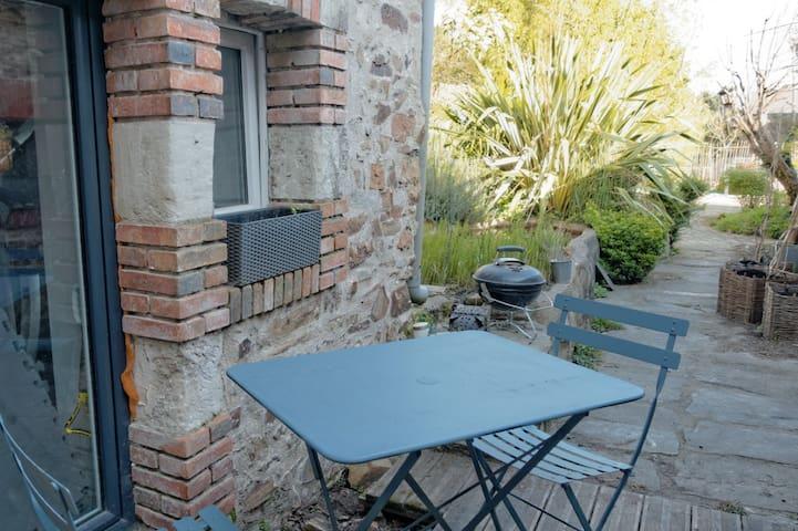 Chambre (Mini-studio) dans maison de caractère - Bouguenais - Dormitorio para invitados