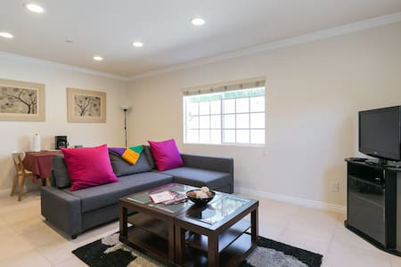 Beautiful, new 1 bedroom guesthouse - Glendale - House