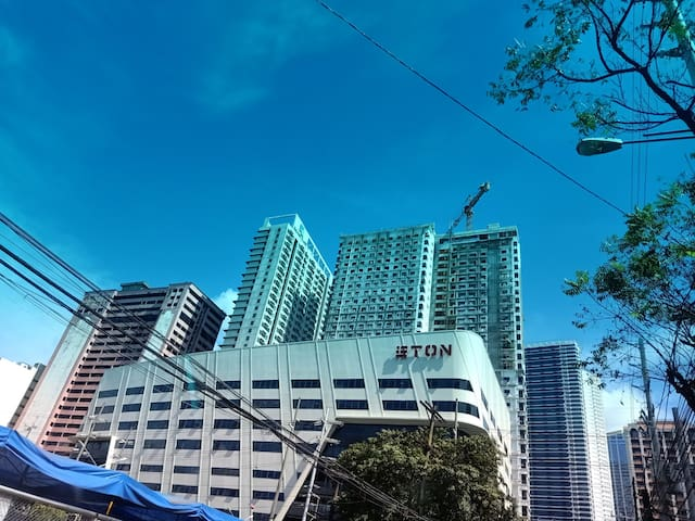 MAKATI   NICE VIEW  and Location walking Ayala