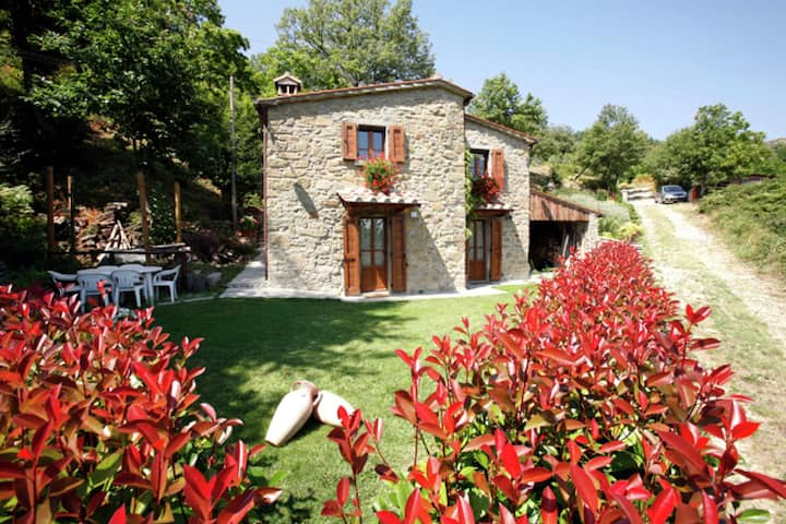 Impressive Villa in Cortona with Swimming Pool