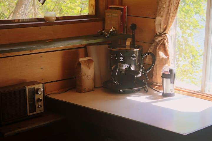 Le soleil se lève sur le lac... Café?