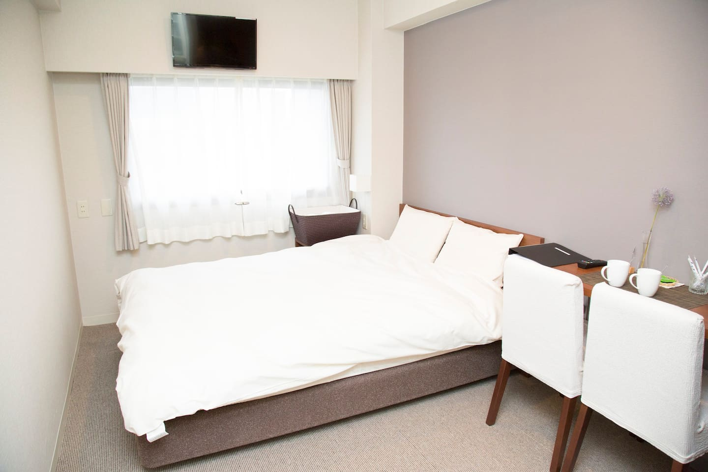 Bed: Double size (140cm wide)