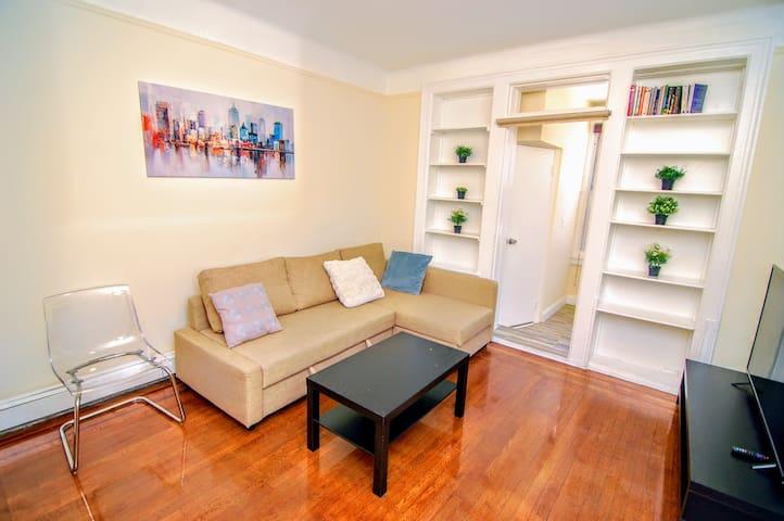 Quiet 1 bedroom apartment in heart of Astoria