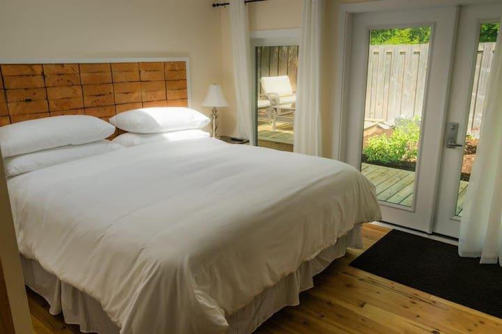 Garibaldi Highlands Suite (RideHub)