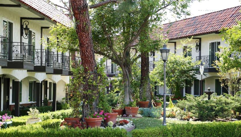 Laguna Hills Lodge, Chic 2 Queen with Garden View