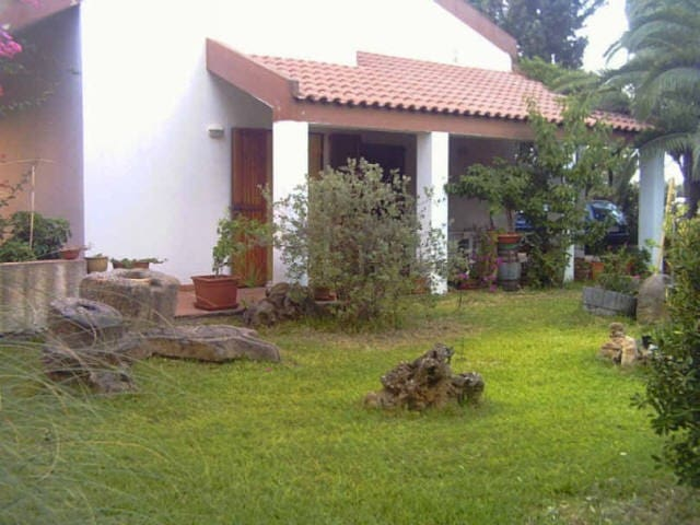 splendida Villa Bifamiliare immersa nel verde - Giba - Villa