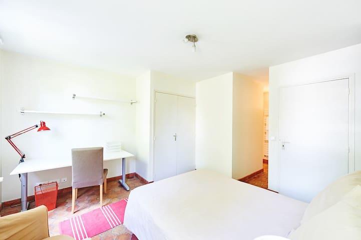 l' Arbre Sec House_INSEAD_ Bedroom 5 - Fontainebleau - House