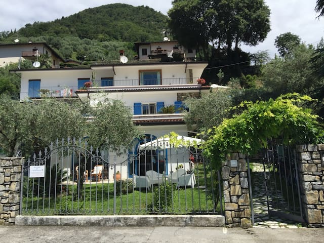 MY HOME IN MONTE ISOLA
