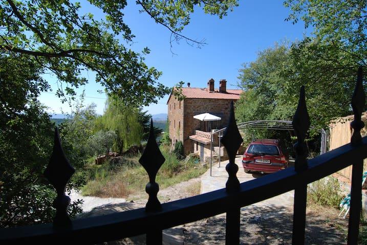 panoramic tuscany 1-2 rooms, bathro - Montemassi - Tatil evi