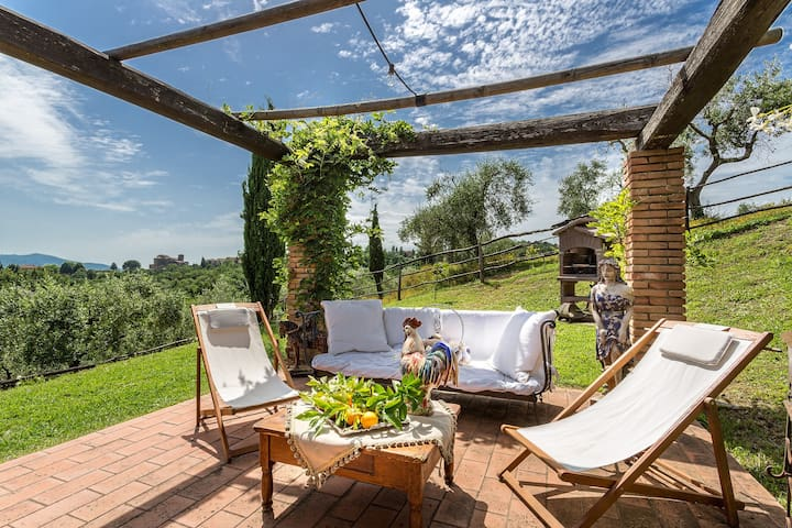 VILLA LORENA, Views and Heated Pool close to Lucca