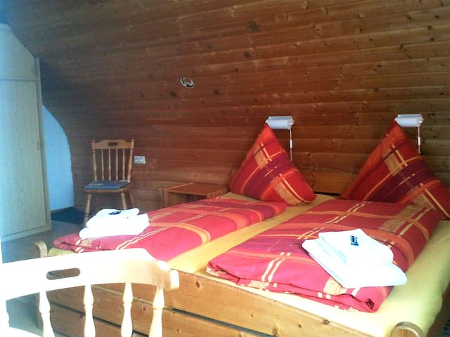 rustic double room under the roof - Grafenhausen - Outros