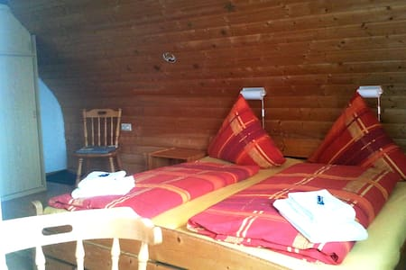 rustic double room under the roof - Grafenhausen