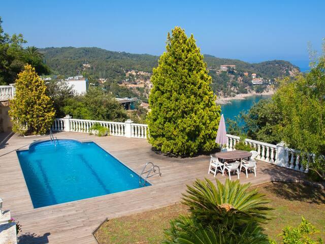 Piscina, jardín y tenis con increíbles vistas