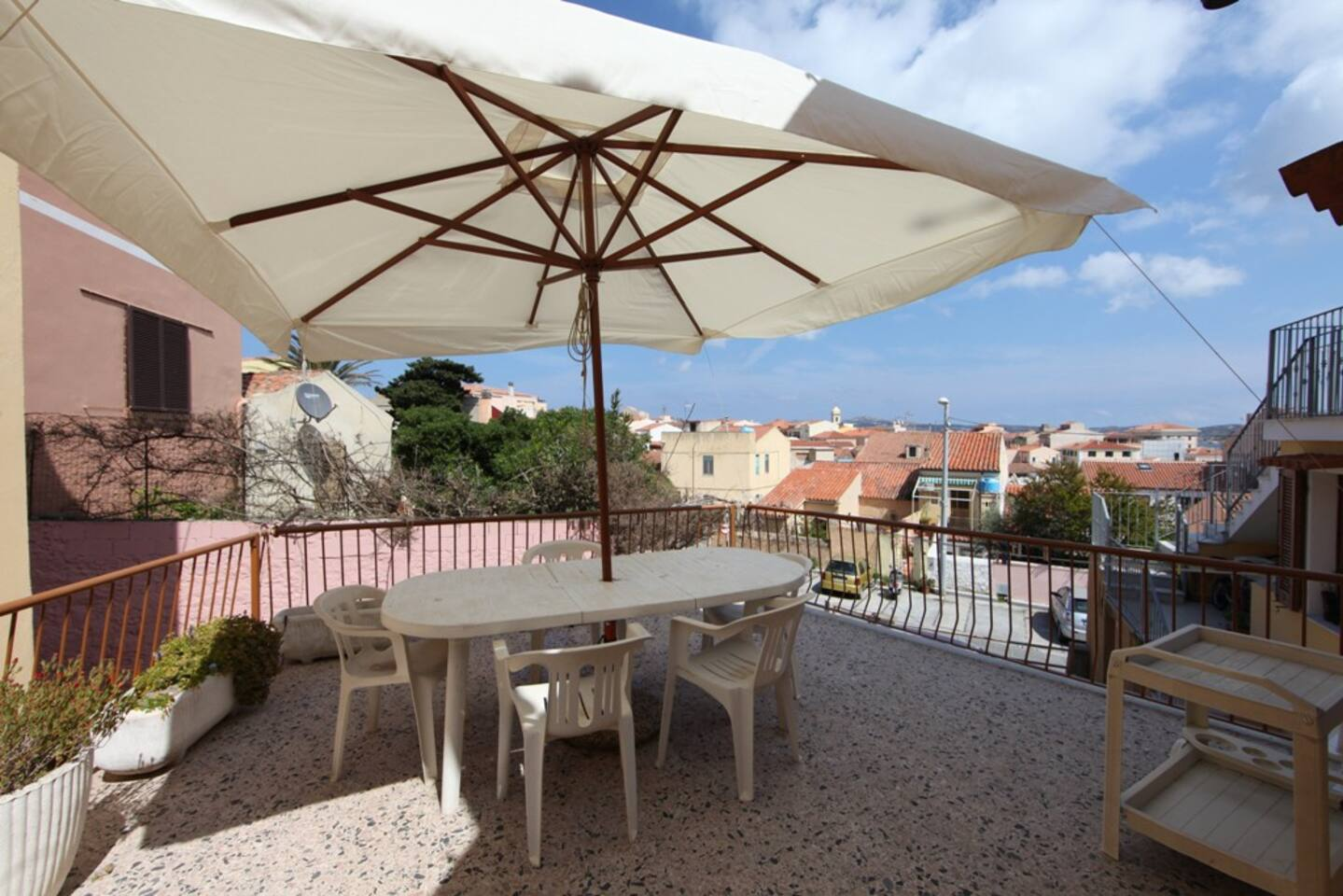 25 m2 terrace on the rooftops of the village old town