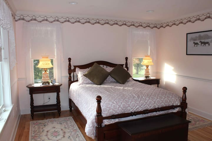 CarriageHouse B&B/Meadowbrook Room