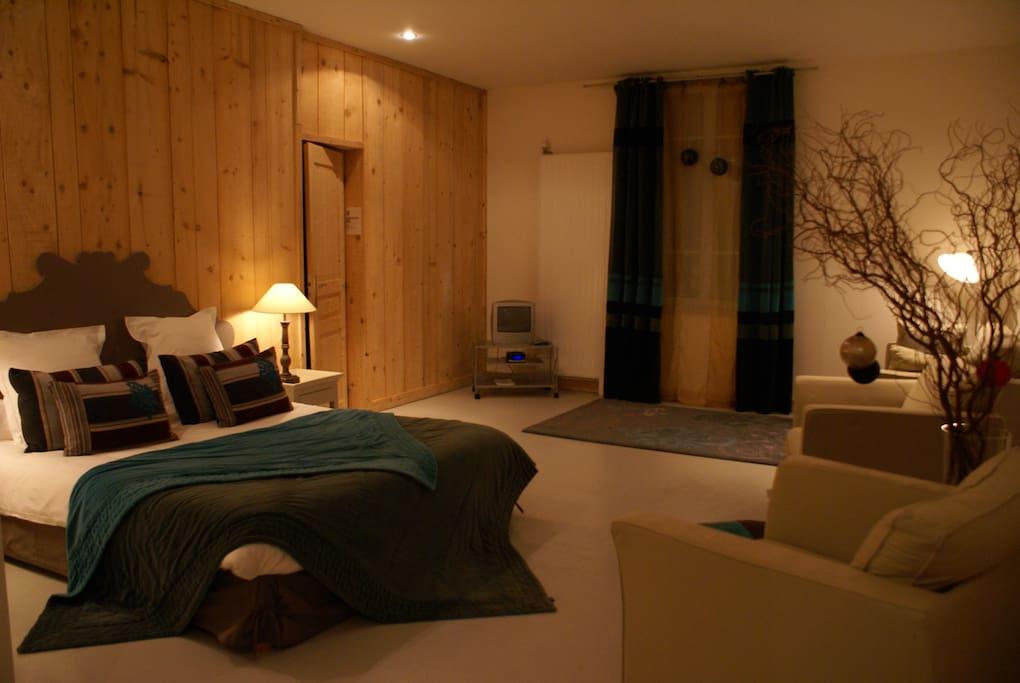 chambre familiale 3 pers chambres d 39 h tes louer ch tellerault poitou charentes france. Black Bedroom Furniture Sets. Home Design Ideas