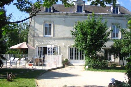 Gîte de charme 15 pers avec piscine - Châtellerault - Villa