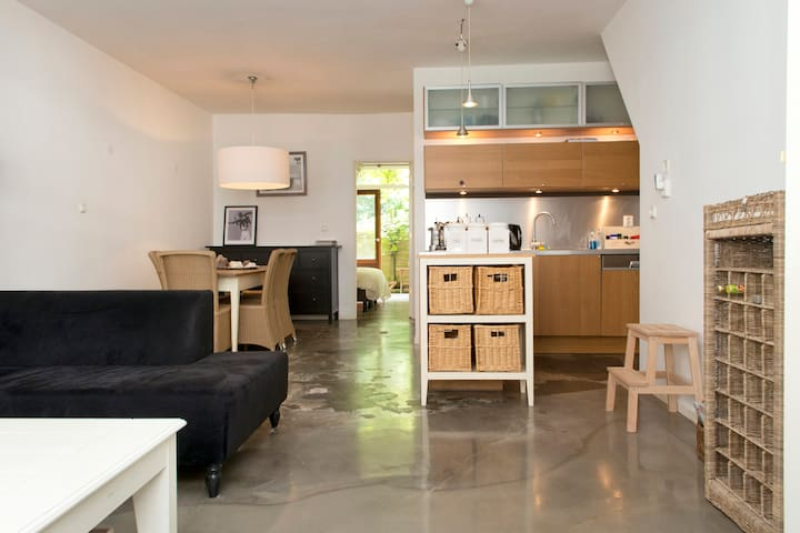 Perfectly located ground floor 1BR with garden