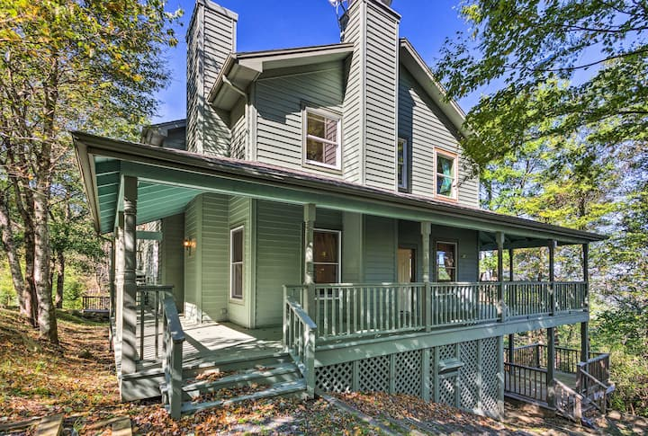 Boone Home w/ Deck - 9 Miles to Mystery Hill!