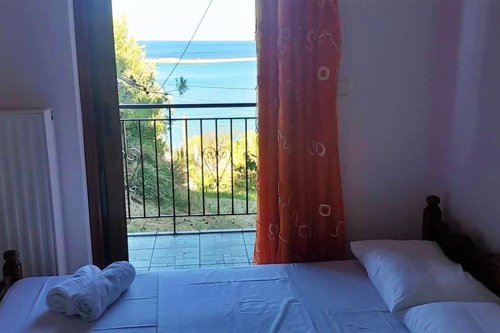 Υπνοδωμάτιο με θέα στη θάλασσα