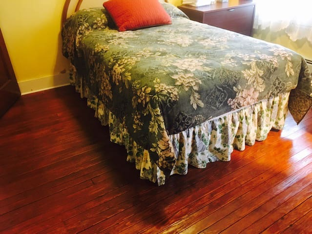 Cozy Room Near Bethel Woods and Villa Roma #6