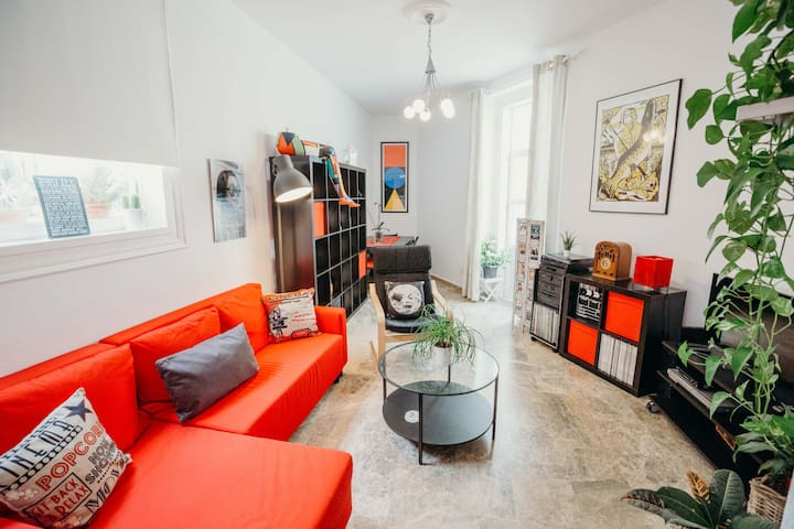 """""""Apartment, centrally located,cozy, with original decorationvery and luminous(WIFI)"""""""