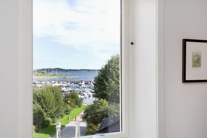 Sjarmerende toppleilighet med sjøutsikt i sentrum - Kristiansand - Wohnung