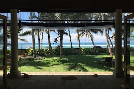 Wigi's Villa - Lovely luxury beach front home
