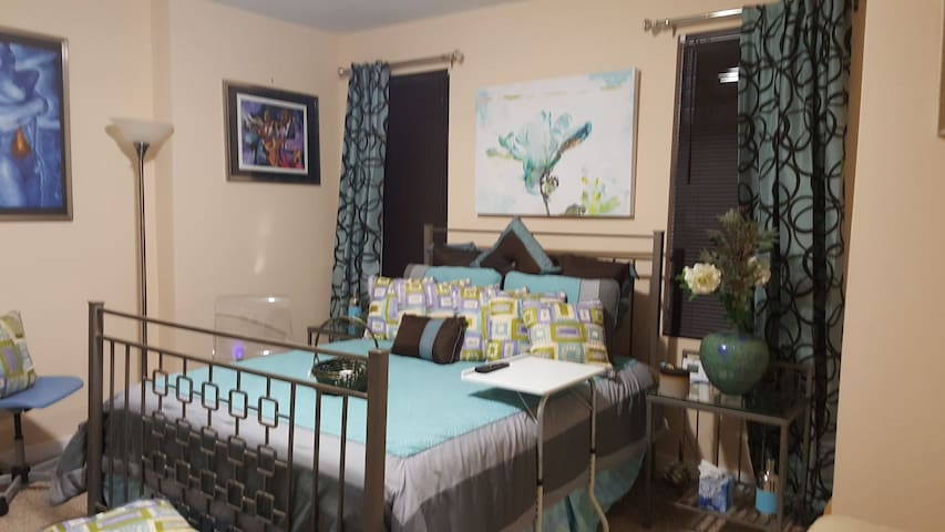 Beautiful Smart Home/Conveniently Located Retreat
